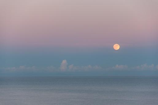 Luna al tramonto